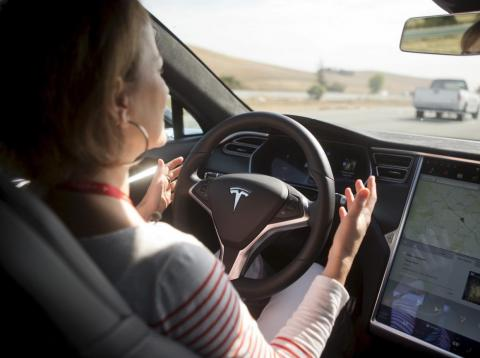 Semi-autonomous driving systems rely on unrealistic expectations about human behavior, according to Duke professor Mary Cummings.