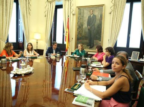 Ana Pastor preside la Mesa del Congreso