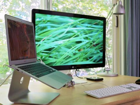 A neat desk can help you feel more organized and productive.
