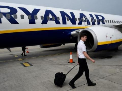 Ryanair is making its customers pay an extra fee for their carry-on baggage. Italy's competition watchdog is investigating the budget airline.