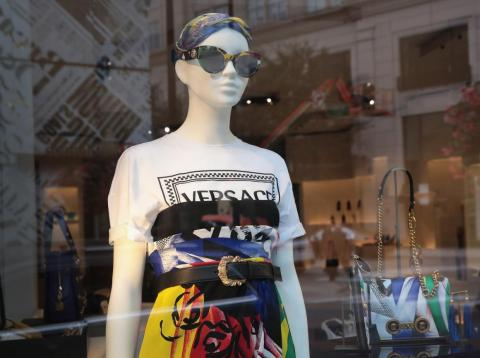 Versace ha sido comprada por Michael Kors