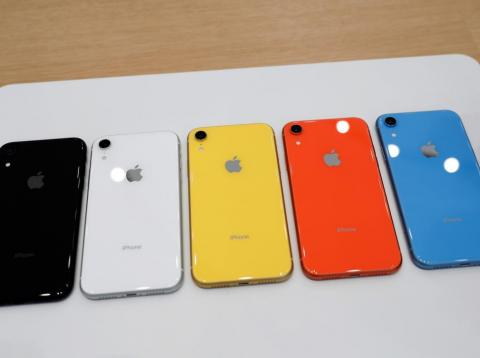Los iPhone XR están disponibles en diferentes colores.