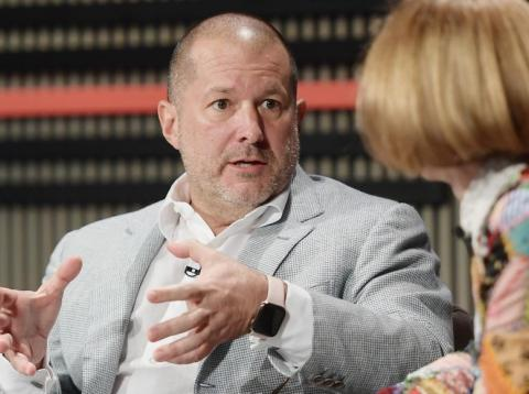 Jony Ive (L) and Anna Wintour speak at WIRED25 Summit: WIRED Celebrates 25th Anniversary With Tech Icons Of The Past & Future on October 15, 2018 in San Francisco, California.