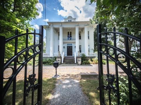 Con actividades paranormales o no, esta magnífica casa por 500,000 dólares es una gran oportunidad, la mitad del precio original