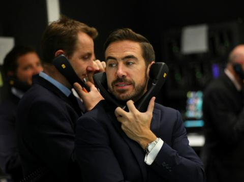 Traders en la bolsa de Londres