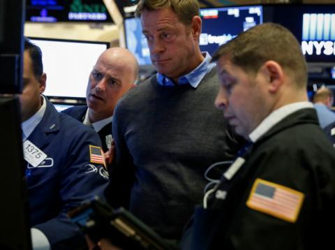 Traders siguen con preocupación las operaciones en Wall Street