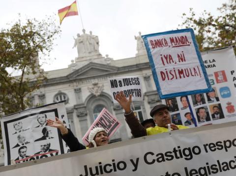 Activistas protestan a las puertas del Tribunal Supremo en Madrid, el 5 de noviembre de 2018.