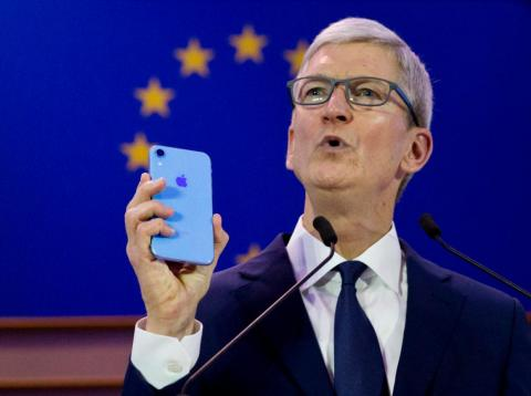 Tim Cook critica a los data brokers en una columna de opinión para Time