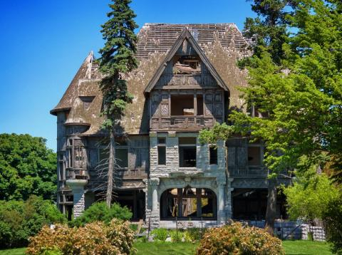 This mansion has been sitting empty for 70 years.