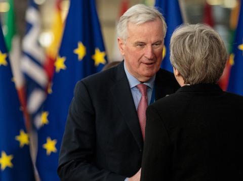 Michel Barnier, jefe negociador de la UE para el Brexit, junto a la primera ministra de Reino Unido, Theresa May [RE]