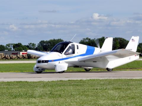 Un coche volador en una exhibición en Wisconsin, EE.UU. el 30 de julio de 2013.