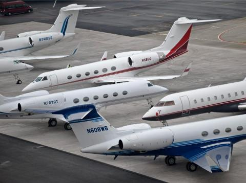 A shot of private jets at Davos in 2009. A few Gulfstream jets and a Bombardier in view.