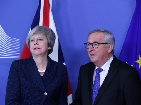Theresa May y Jean-Claude Juncker