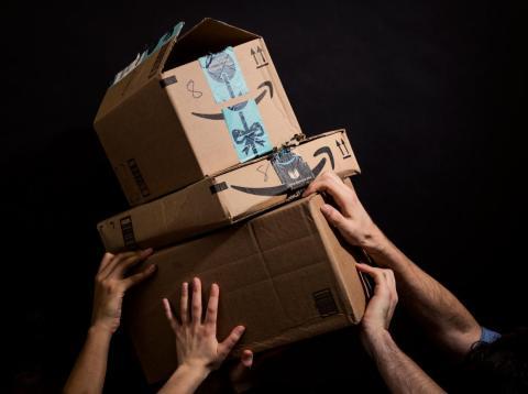 Business Insider habla con trabajadores de Amazon sobre cómo es trabajar durante el periodo de mayor demanda del año.