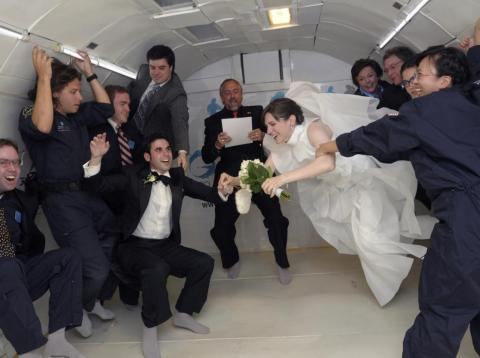 In June 2009, Noah Fulmor and Erin Finnegan exchanged vows aboard a specially-equipped Boeing 727 plane known as G-Force One.
