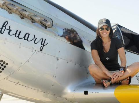 Lauren Sanchez is a licensed pilot.