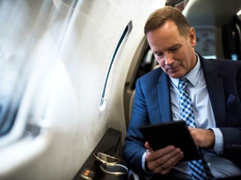 Un inversor en un jet privado