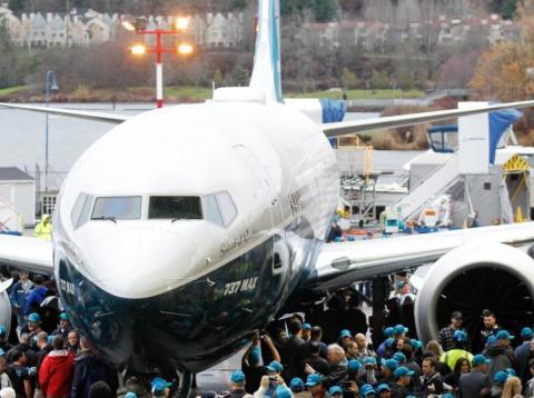 Reino Unido cesa al Boeing 737