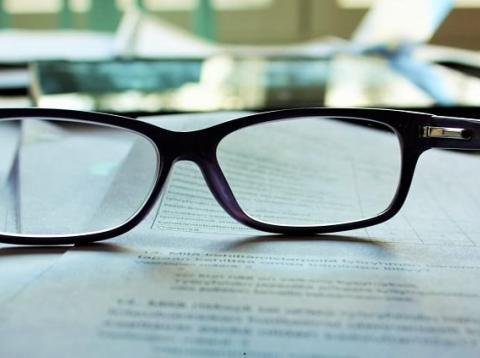 Leer los contratos antes de firmar