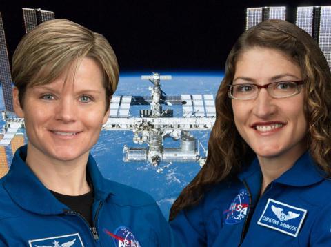 Las astronautas de la NASA Anne McClain (izquierda) y Christina Hammock Kock (derecha) estaban destinadas a realizar el primer paseo espacial compuesto exclusivamente por mujeres