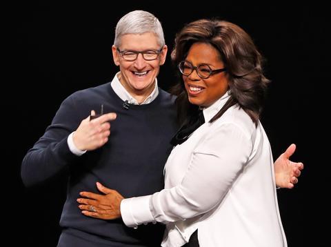 Tim Cook y Oprah Winfrey durante la keynote de Apple