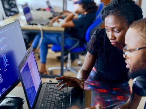 españa lidera porcentaje de mujeres ponentes en IA, pero existe brecha preocupante en todo el mundo