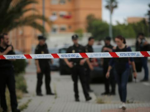 Cordón policial en la escena de un crimen