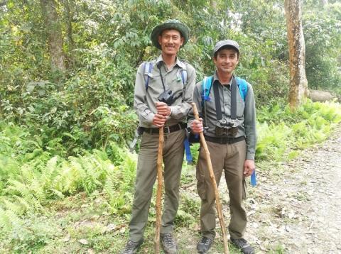 Los guías de nuestro safari a pie en Chitwan