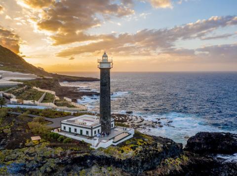 es posible dormir en habitaciones de lujo en un faro en este hotel de La Palma