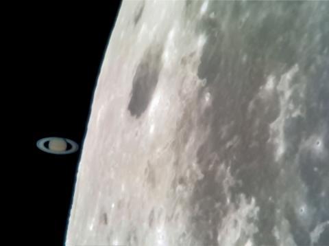 Imagen de Saturno y la Luna