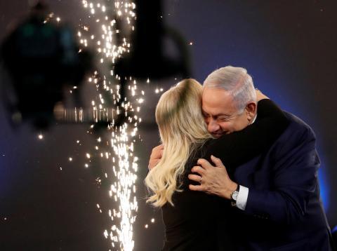 Netanyahu y su mujer después de las elecciones en Israel