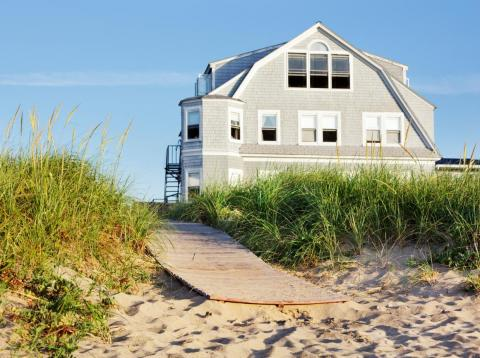 Puede que quieras pensar dos veces antes de comprar una casa de vacaciones.