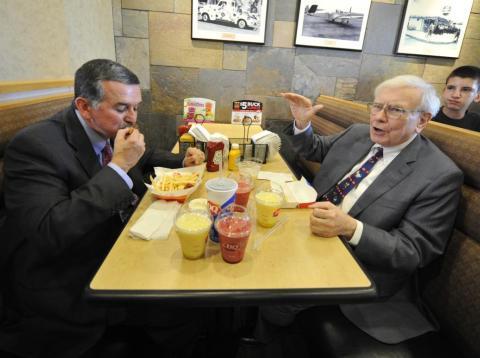 Warren Buffett y el ex CEO de Dairy Queen, John Gainor, cenaron juntos en 2013