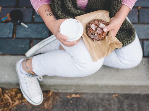 es mejor desayunar mal o no desayunar