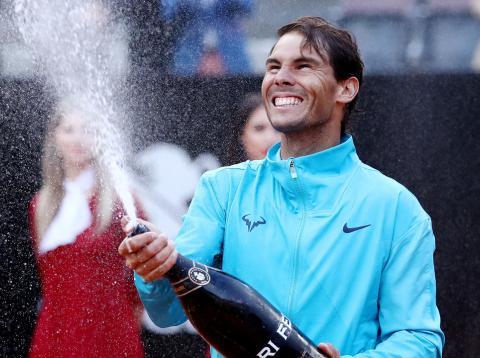 Rafa Nadal celebra la victoria en el Masters 1.000 de Roma tras ganar a Djokovic