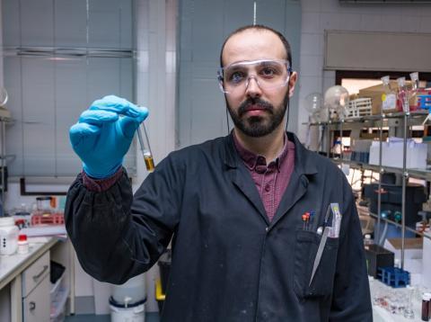 Saúl Vallejos en el laboratorio de la UBU.