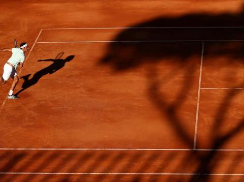 24 gorgeous photos of Roger Federer playing tennis