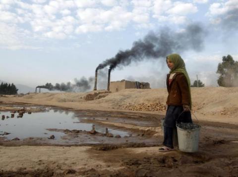 Esta es la contaminación del aire, esencialmente, y está compuesta por dióxido de carbono y metano.