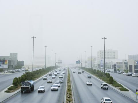 Contaminación en una autovía en Riad, Arabia Saudí