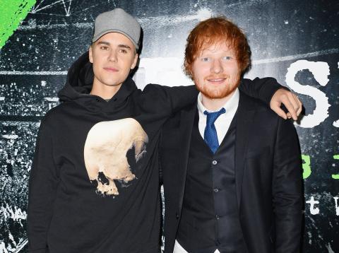 Justin Bieber y Ed Sheeran en 2015