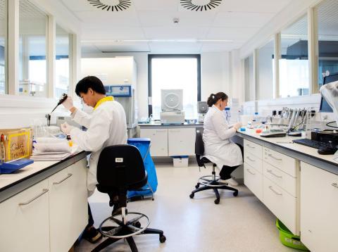 Un laboratorio donde se investiga para lograr innovación.
