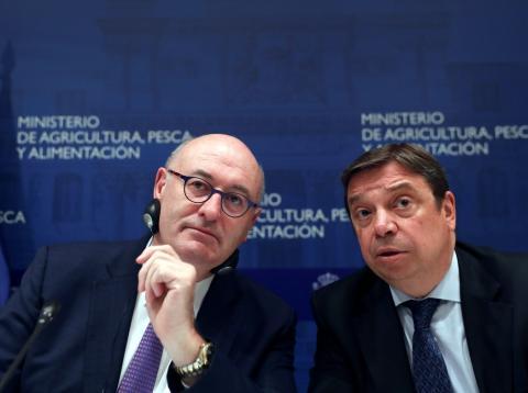 El ministro de Agricultura, Luis Planas, y el comisario europeo del ramo, Phil Hogan
