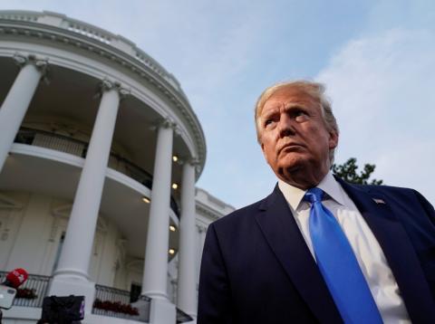 El presidente de EE.UU. Donald Trump ofrece unas declaraciones a la prensa ante la Casa Blanca
