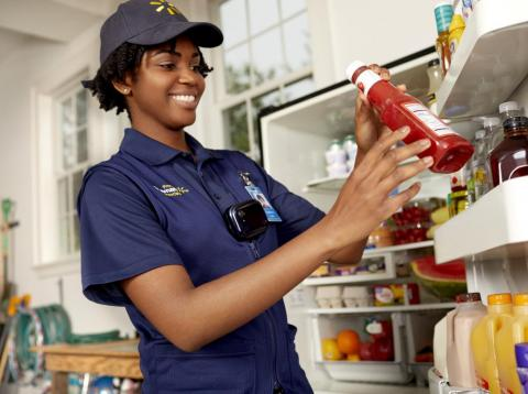 Los trabajadores de Walmart llevarán pedidos a la nevera de sus clientes incluso cuando estos estén fuera de casa.