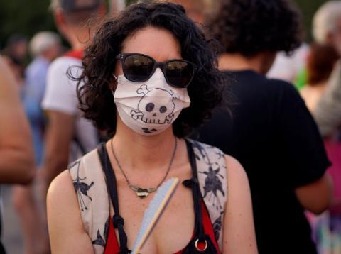 Una mujer en la manifestación en Madrid contra la suspensión de Madrid Central.