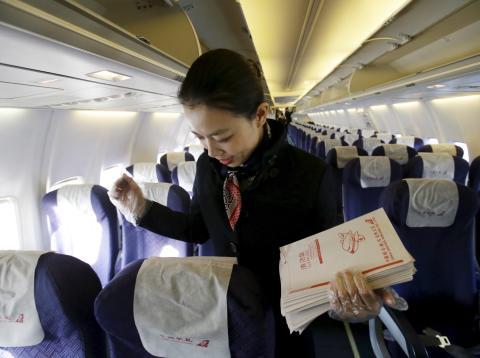 Los asistentes de vuelo notan muchos detalles en los aviones que la mayoría de los pasajeros no captan.