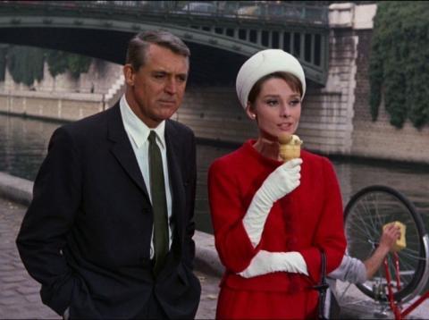 Cary Grant y Audrey Hepburn en Charada