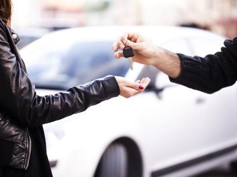 Los créditos al consumo se reducen por la crisis del automóvil