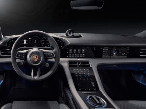 Una reproducción del interior del Porsche Taycan.