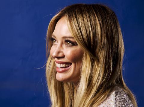 Hilary Duff posa en un retrato mientras promociona uno de sus discos.